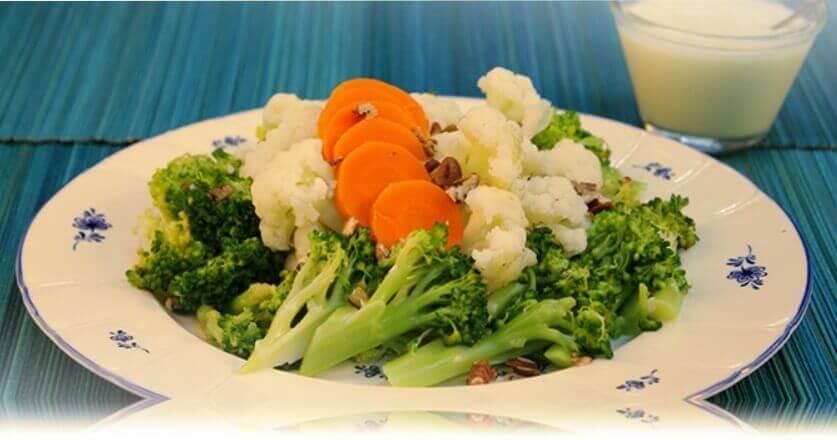 ensalada de brocoli y coliflor